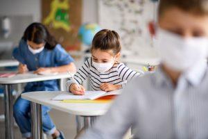 Online-ul, la fel de slab pregătit, la doi ani de la debutul pandemiei
